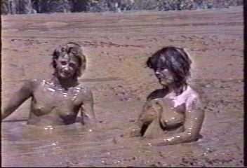girls fucking in mud