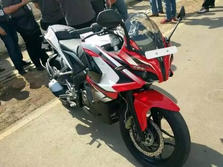 Bajaj-Pulsar-200-SS-presented-at-an-event