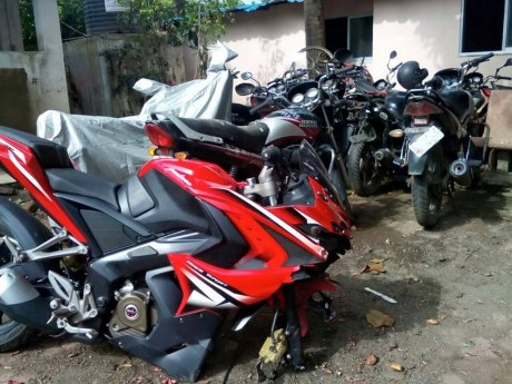 Bajaj-Pulsar-RS-200-broken-alloy-wheel-1