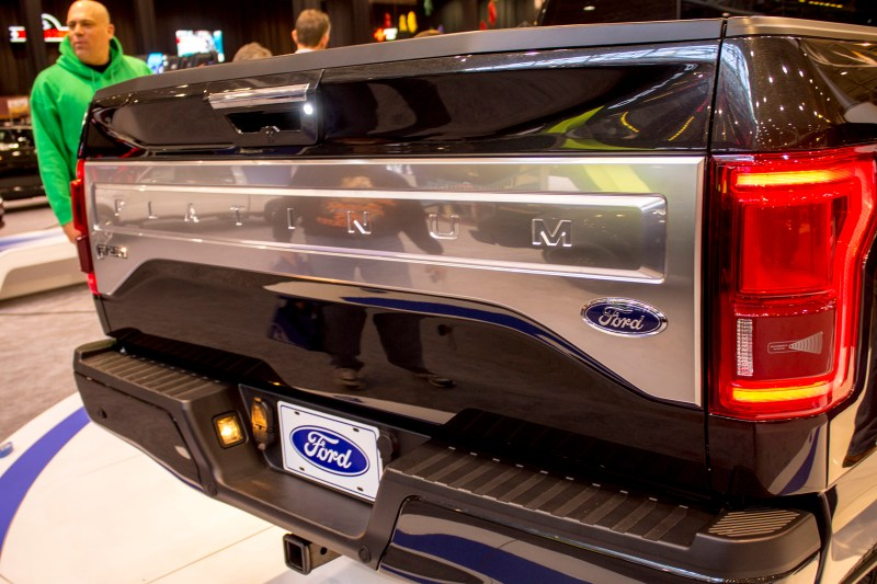 2015-Ford-F150-tailgate
