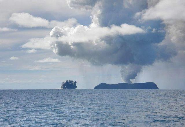 Berita Pagi 21 Feb 2013 Alaf21 Kumpulan Media Karangkraf Foto Yang Menakjubkan Letusan Gunung Merapi Bawah Laut Awan
