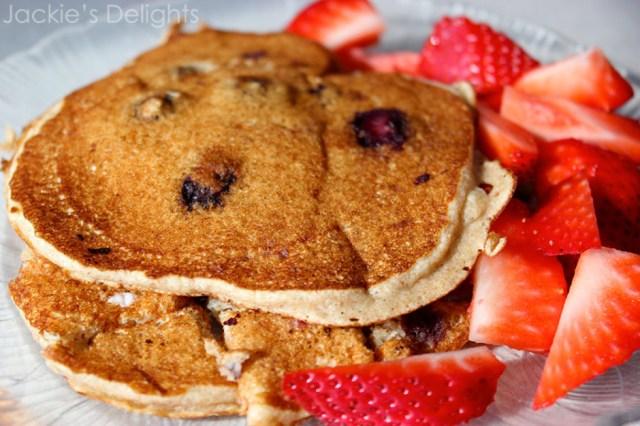 blueberry banana oat pancakes.5