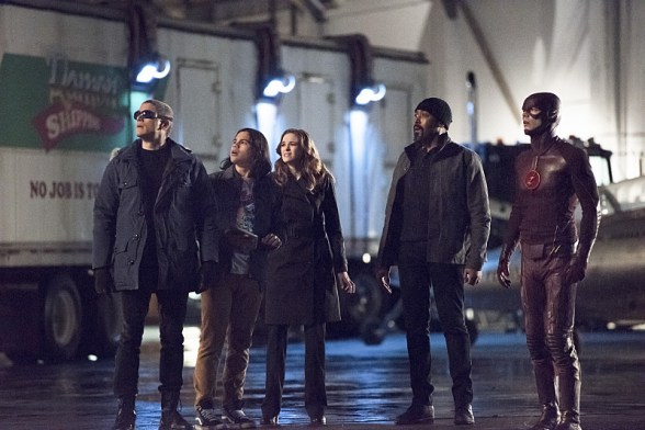 "The Flash -- ""Rogue Air"" -- Image FLA122A_0026b -- Pictured (L-R): Wentworth Miller as Leonard Snart / Captain Cold, Carlos Valdes as Cisco Ramon, Danielle Panabaker as Caitlin Snow, Jesse L. Martin as Detective Joe West, and Grant Gustin as Barry Allen / The Flash -- Photo: Dean Buscher/The CW -- © 2015 The CW Network, LLC. All rights reserved."