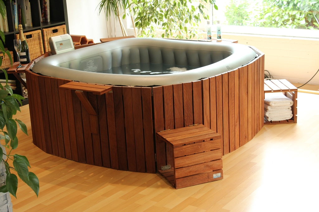 Spa Gonflable Habillage Bois Version Carrée | Jacosi – Le Jacuzzi Cosy