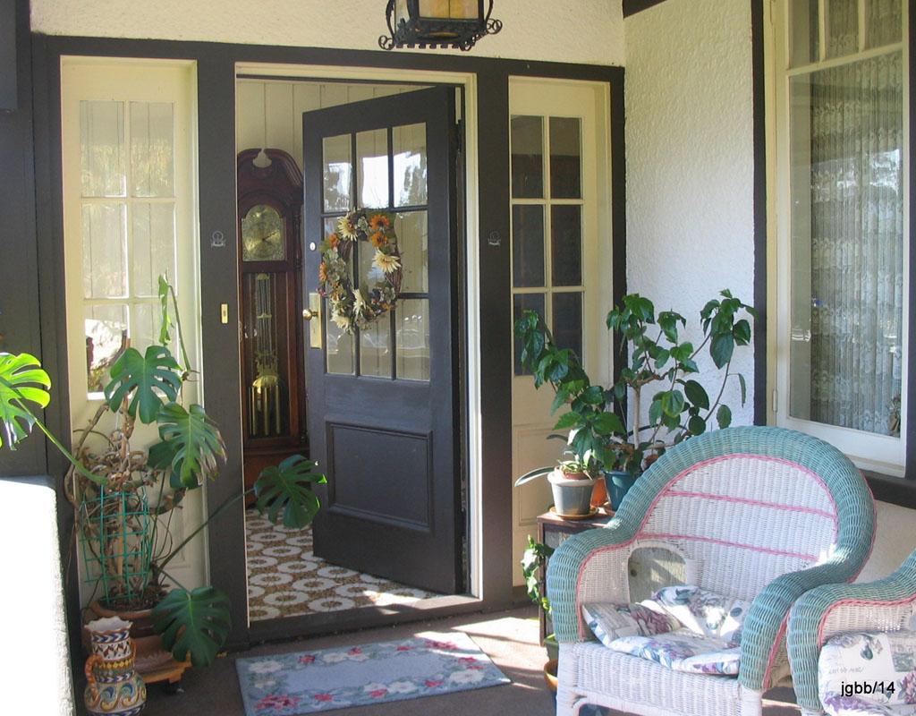 20-IMG_1409 front door-WEB