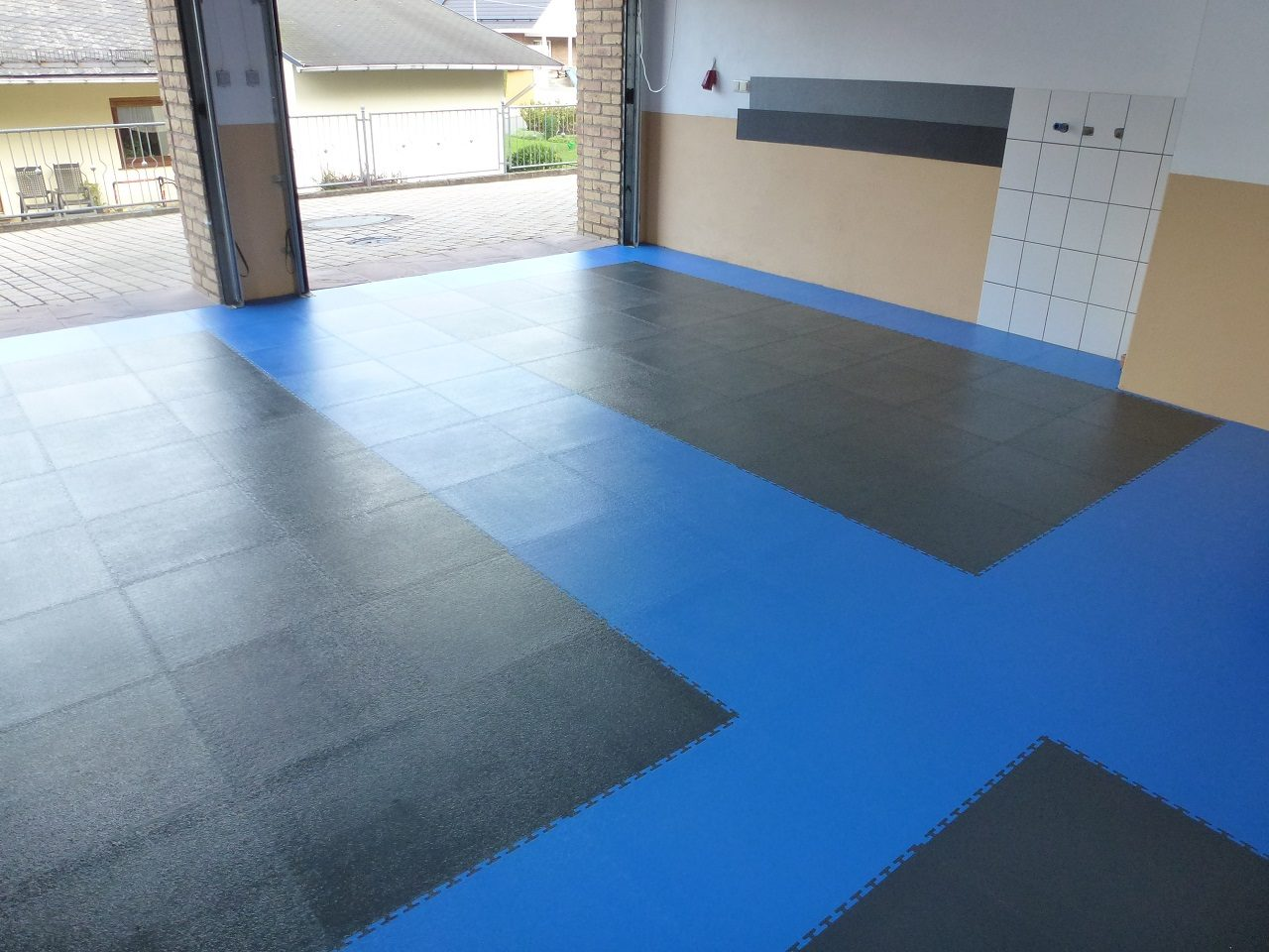 Pvc Boden Werkstatt Pvc Garage Floor With Click System Of Tiles Pvc Flooring