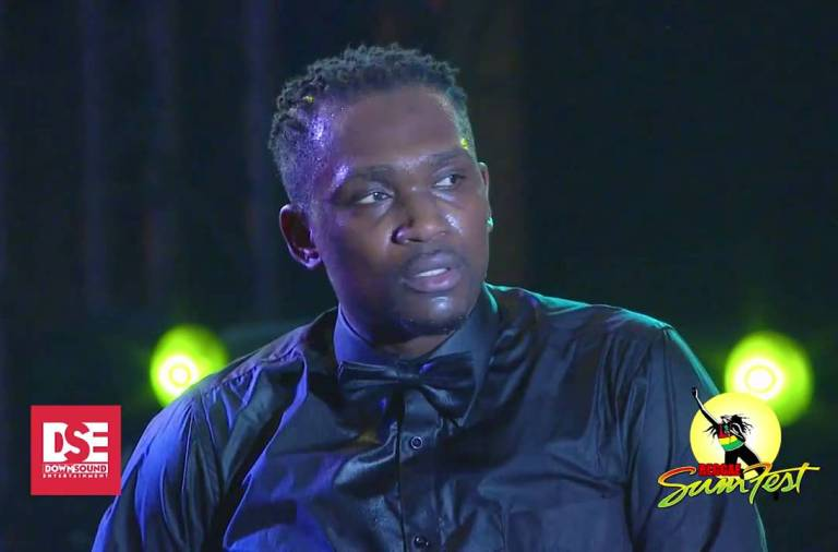 Busy Signal Gets Angry and Throws Mic At Reggae Sumfest 2016