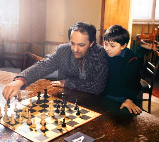 dekalog chess