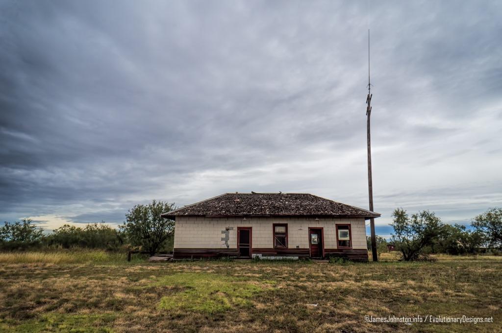abandoned-santa-fe-rail-depot-hamilin-tx-1.jpg