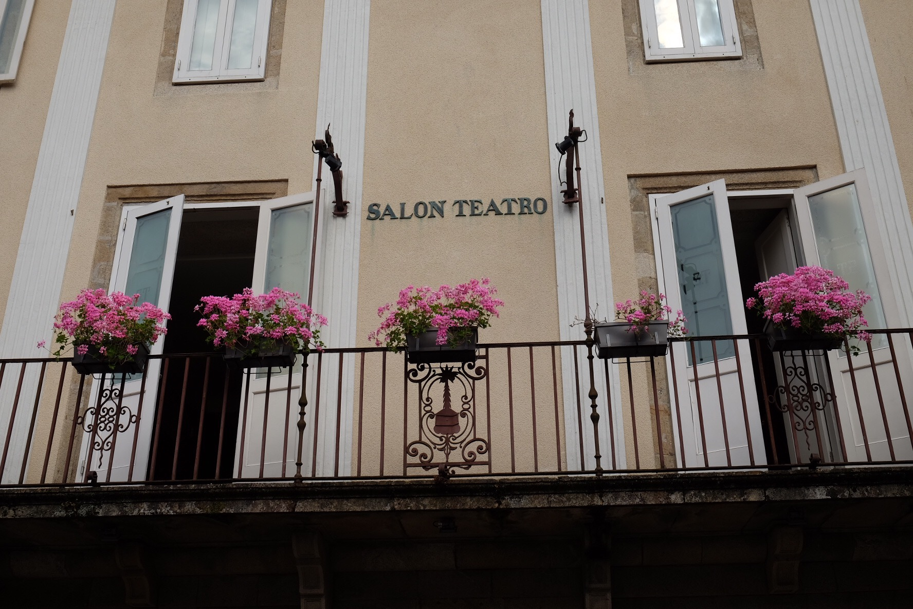 Salon Teatro Santiago The Joys Of Santiago The People Observations