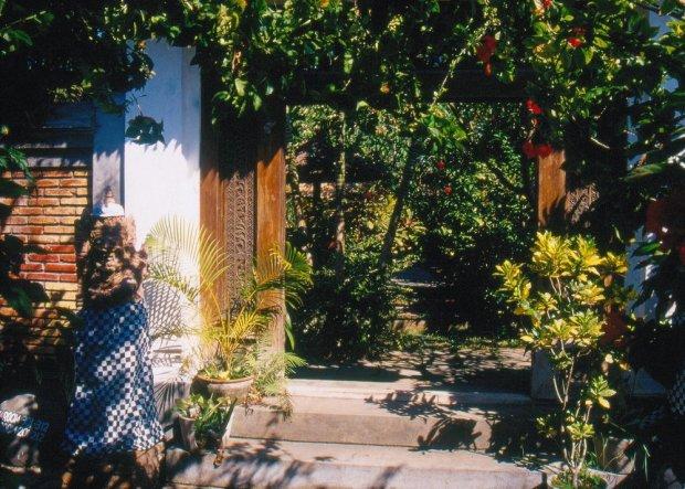 Sanur. Wejście do Puri Kelapa Garden, gdzie była nasza meta.