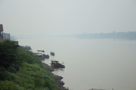 "Mekong i ""Friendship Bridge""."