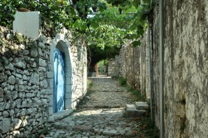 Greków tu tyle, bo i Korfu jest stąd rzut beretem.
