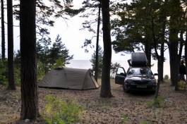 Matsiranna. 3 metry od plaży. Estońskie lasy państwowe prowadzą darmowe campsity, wytyczone pola, na których można się rozbić i rozpalić ognisko.