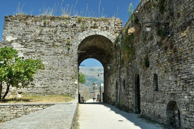 Na terenie twierdzy zachowało się sporo murów. Tutaj się czuje klimat niezdobytej fortecy ;)