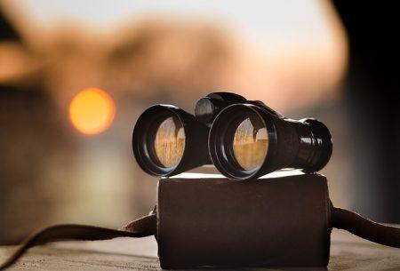 binoculars-1269458_640