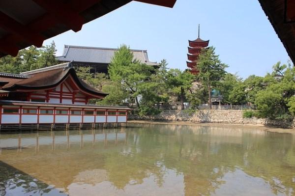 itsukushima-shinto-shrine-183362_640