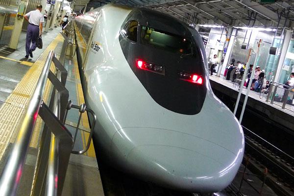 JR West shinkansen 700 series - JR West Hikari Rail Star service.