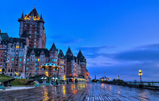 quebec-city-canada-chateau-frontenac-castle-benches-evening_1920x1200
