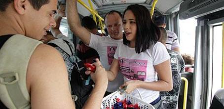 Com a venda das trufas, Marília tira sustento da família e guarda um pouco para financiar seu sonho / Foto: Bobby Fabisak