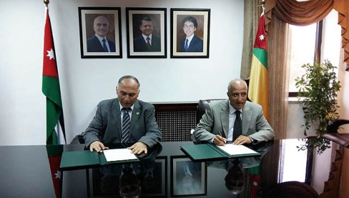 Heads of Hebron University and University of Jordan sign agreement in Amman