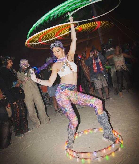 Hoop flow dancer