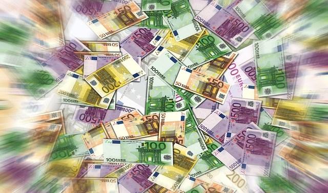 Niet te geloven, wat een $#%(* bij de VVD: Deel topverdieners wordt ontzien en mogen meer graaien