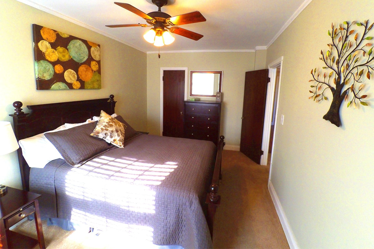 Modern Crown Molding 2 Bedroom Standard | The Jefferson Apartments And Suites