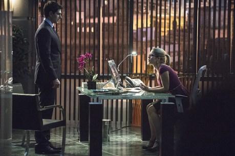 Arrow - Left Behind - Ray talks with Felicity