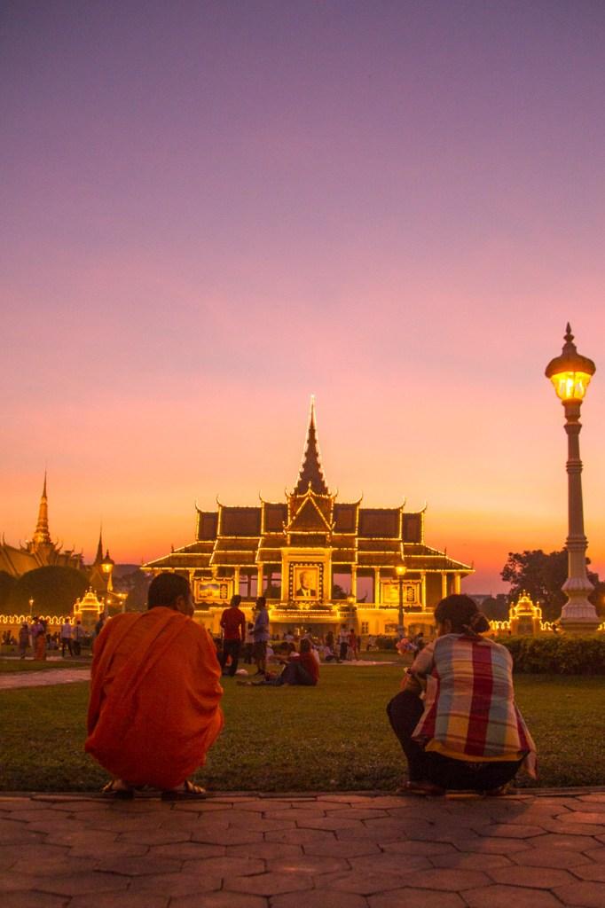 biksu dan istana kamboja
