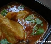 Pikantna zupa pomidorowa z czarną fasolą i smażonymi ziemniakami