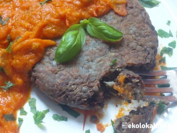 A'la stek z czarnej soczewicy z sosem Murgh Makhani