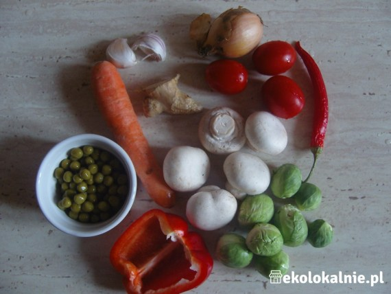 Chiński makaron z warzywami