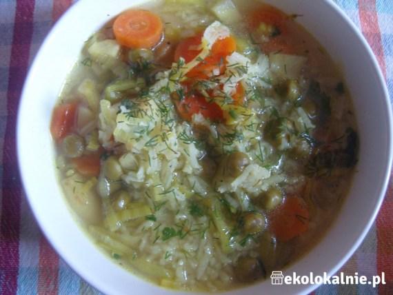 Rozgrzewająca zupa z groszkiem i ryżem