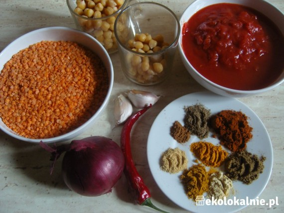 Marokańska zupa z czerwoną soczewicą i ciecierzycą