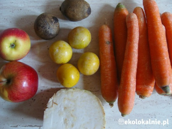 Regenerujący sok owocowo-warzywny z burakami
