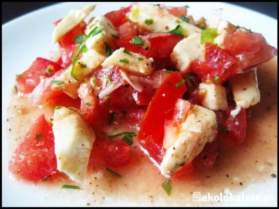 Sałatka z mozzarelli i pomidora