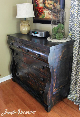 Distressed Painted Furniture from http://www.jenniferdecorates.com