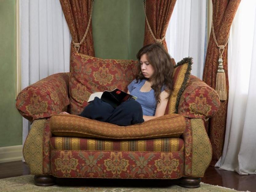 reading in chair Guest Posts: 5 Tips to Score the Best Online Deal