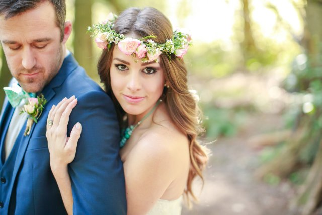 Treehouse Point Bride with Flower Crown || Flowers by Jen's Blossoms || Photo by Lloyd Photography