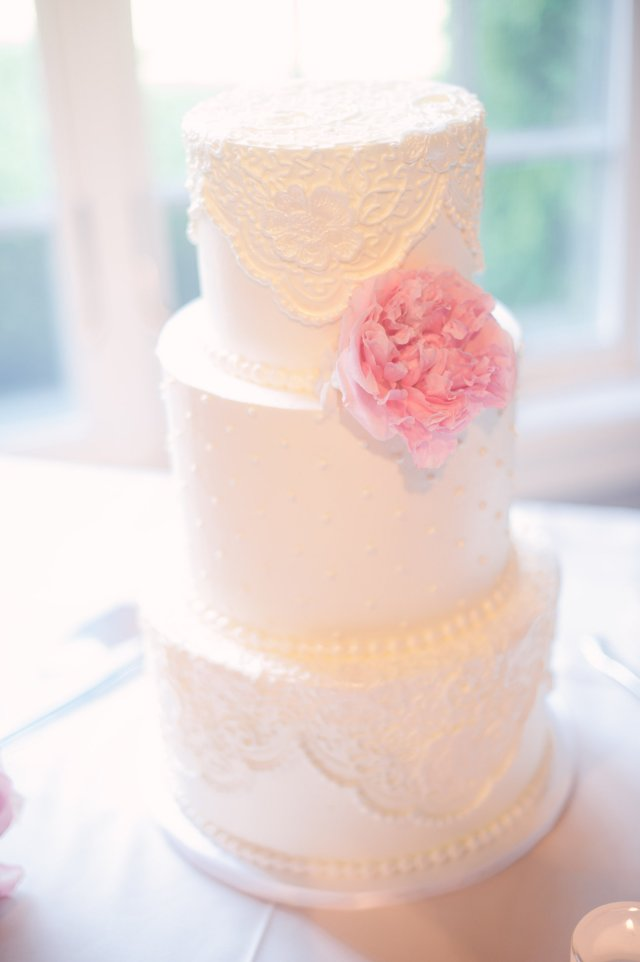 Wedding Cake with Garden Rose || photo by:  http://nicoleschauer.pass.us/shineflew-flowers
