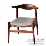 Scandin Halfmoon Chair – PP505 Cow Horn