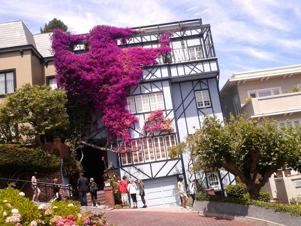 Je l'ai trouvée ! Enfin, si c'est la bonne€...  Blue House, Lombar St. - San Francisco