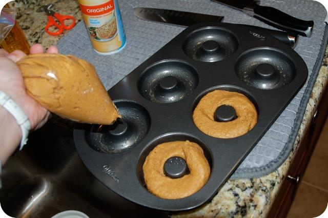 CinnamonGlazedBakedPumpkinDonuts2