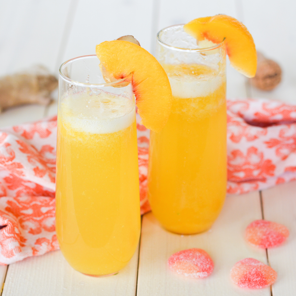 These Ginger Peach Bellini Mocktails are great for pregnant ladies or ...