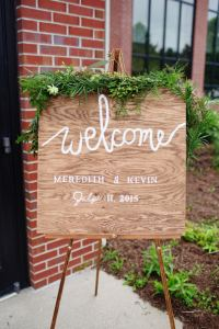 wedding welcome sign - Image by: Morgan Matters | http://jessicadum.com/portfolio/meredith-kevin/