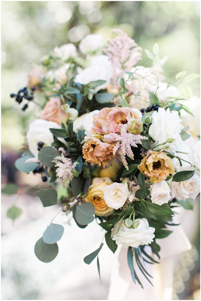 Neutral color wedding bouquet | Navy and Gold Wedding at Laurel Hall with Ivan & Louise Photography + Jessica Dum Wedding Coordination
