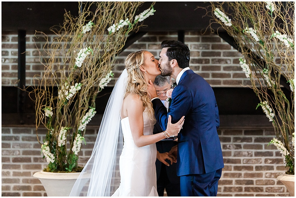 Bride and groom first kiss | Canal 337 wedding by Jenny Haas Photography & Jessica Dum Wedding Coordination