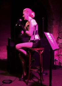 Hymne à Piaf - Caroline Nin