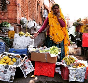 Jaipur-market-vendor